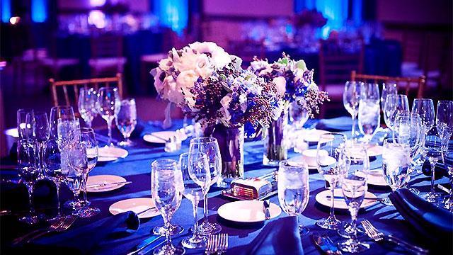 Prekrasni cvjetni aranžmani za stolove